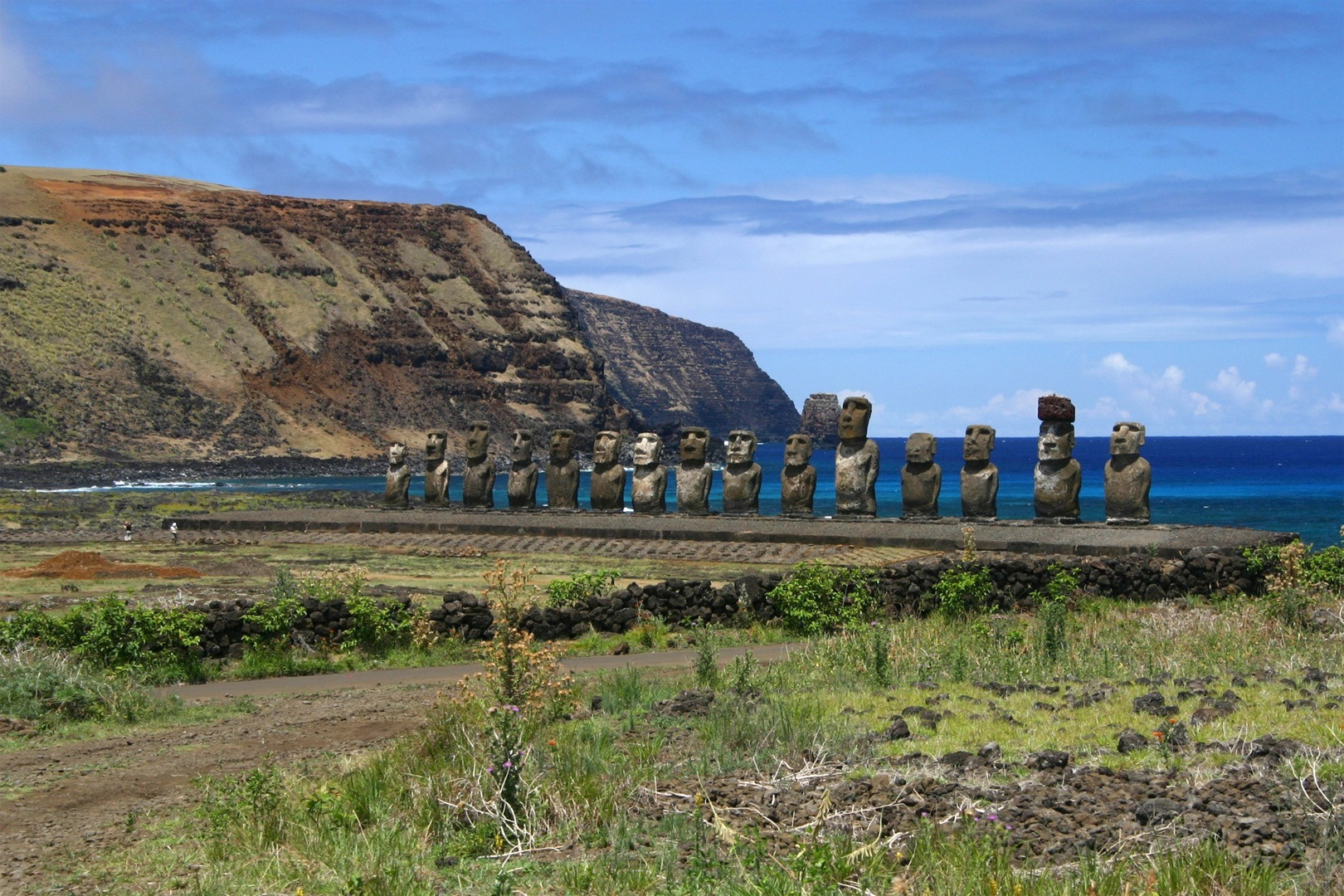 a history of the easter island a remote island in the south pacific The south pacific islands are scattered in a huge ocean larger than all the other oceans put together but its landmasses are tiny the region comprises of around 30 island nations, some mere dots on the atlas.