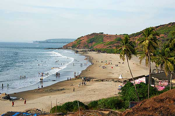 a tour guide to goa Goa travel guide: every year, goa sees a large number of international tourists & is popular for its beaches, nightlife, churches with historic architectures.