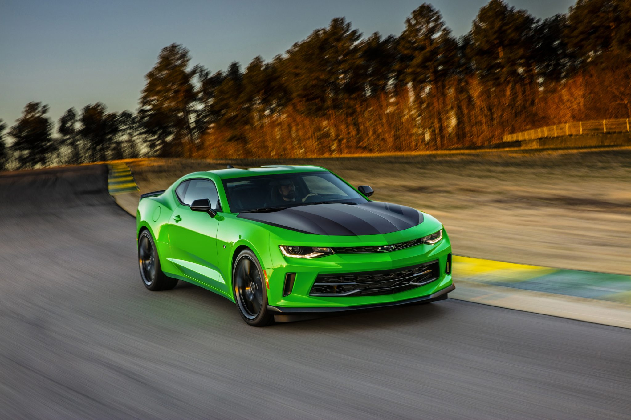 us ss news media benchmark en content may new chevrolet camaro pages establishes detail performance